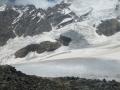 Dolne partie drogi na Tetnuldi. Z lewej strony widać ominięcie skalnej bariery.